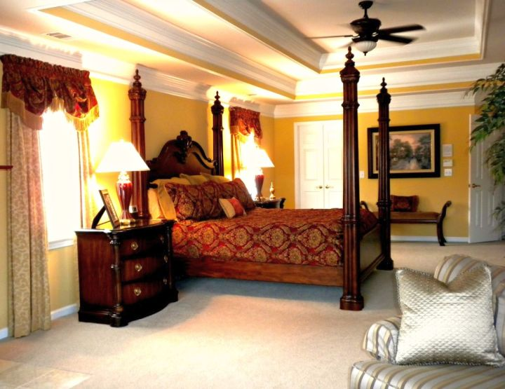 black and red bedroom ideas with four post bed