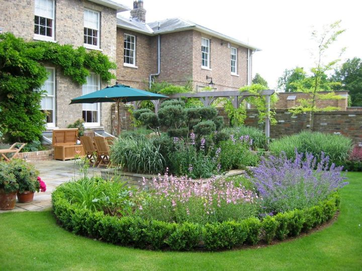 circular terraced flower garden