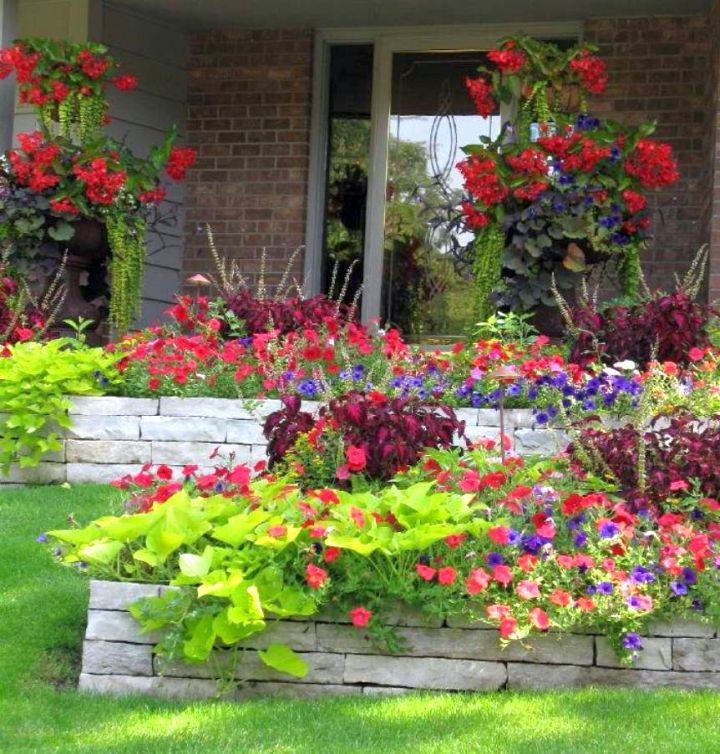 17 fantastic terraced flower garden ideas for Flower bed landscaping ideas