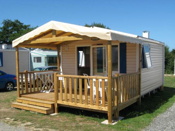contemporary mobile homes with small porch