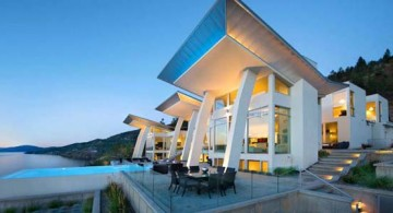 featured image of ultramodern lake house by All Elements front facade