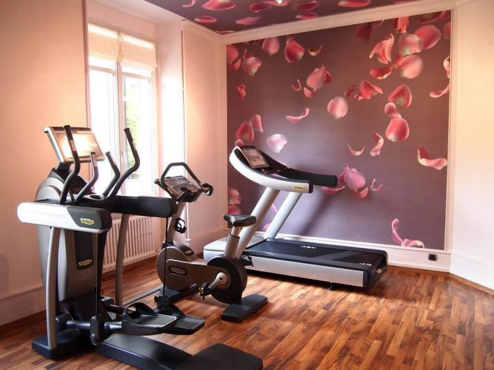 17 modern home gym design ideas to keep you toned for Small exercise room
