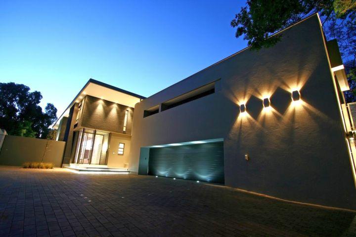 luxurious contemporary garage