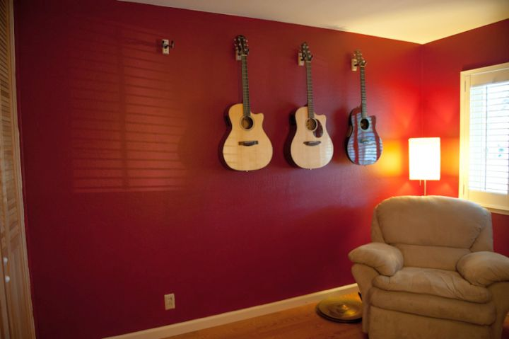18 maroon living room furniture and interior design ideas for Guitar bedroom designs