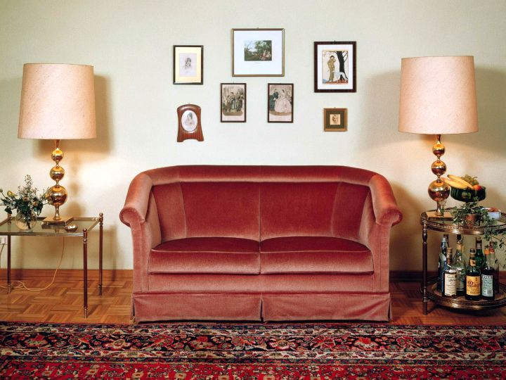 maroon living room with loveseat