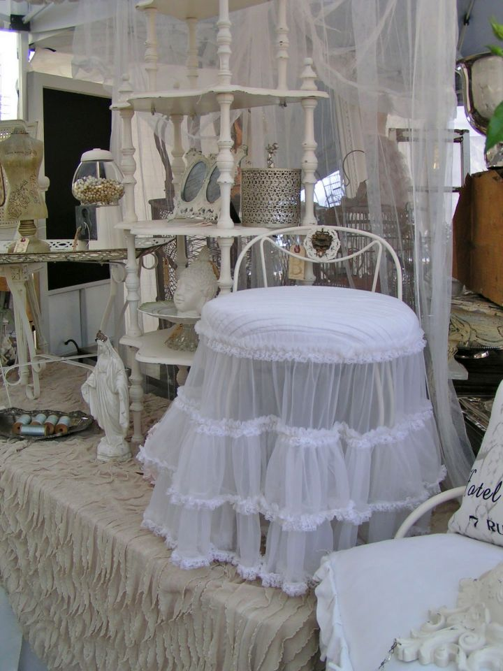 skirted vanity stool with lace