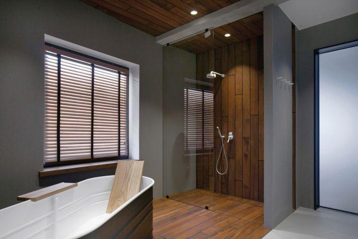 st petersburg loft bath tub and shower