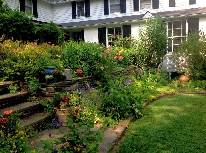 Small Terraced House Yard Ideas : terraced flower garden in spacious backyard