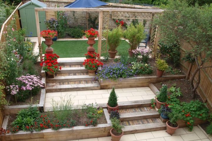 17 fantastic terraced flower garden ideas for Terraced house garden ideas