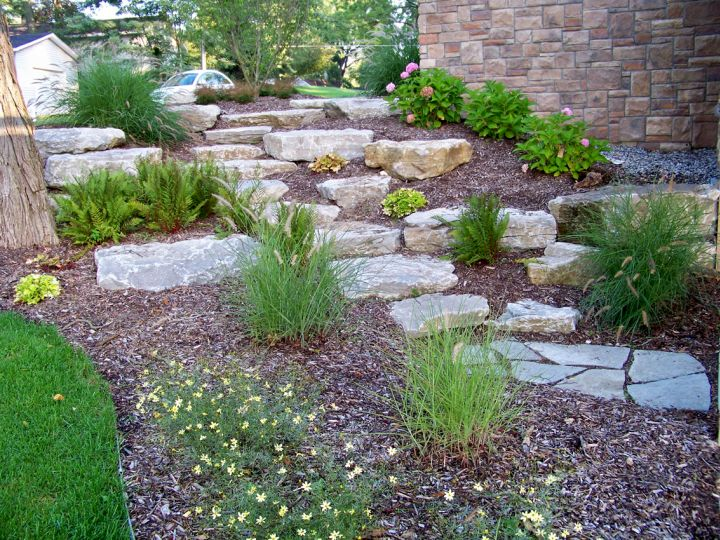 17 fantastic terraced flower garden ideas for Small patio landscaping