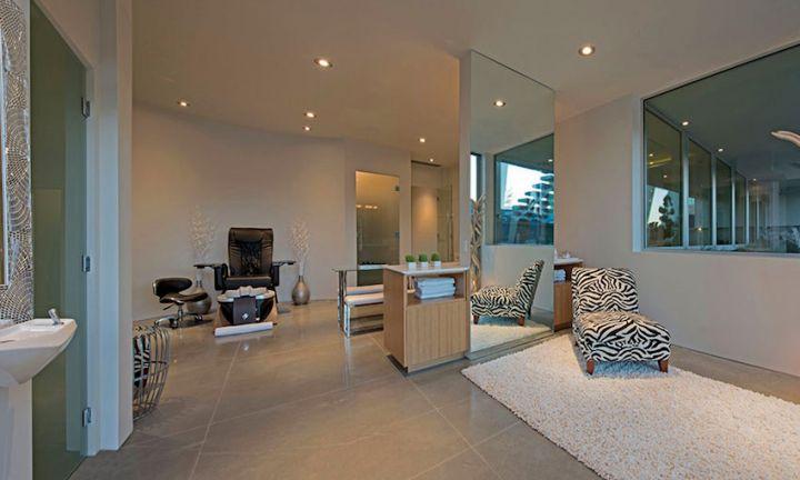 Ultramodern lake house home spa - Salon ultra moderne ...