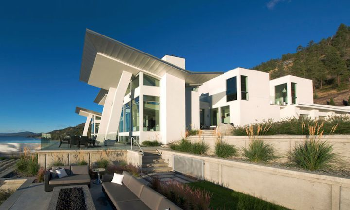 ultramodern lake house side view