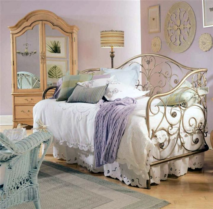 vintage bedroom decoration ideas with day bed