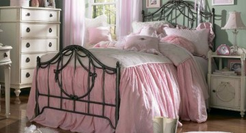 vintage bedroom decoration ideas with pink bedding