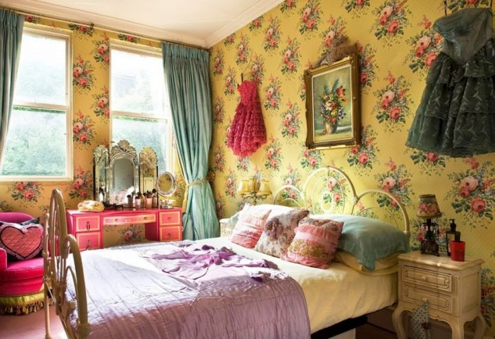 vintage bedroom decoration ideas with yellow flower wallpaper
