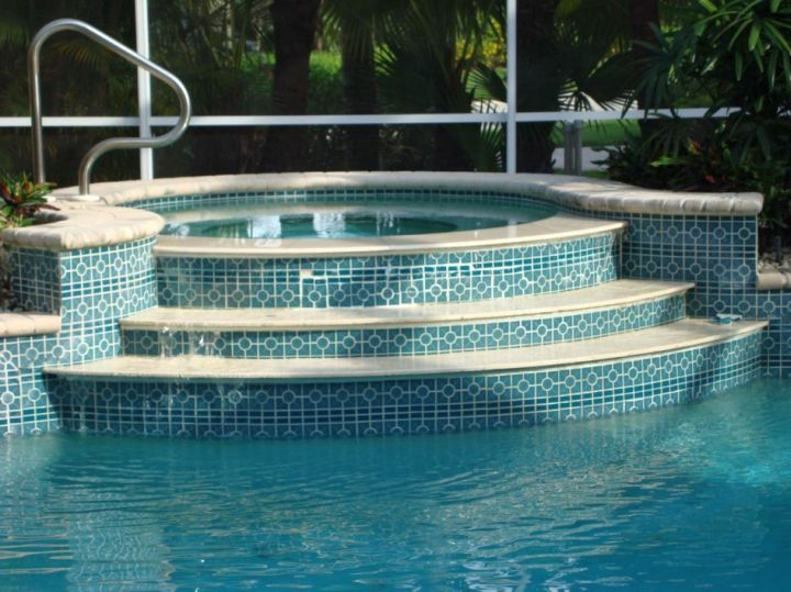 Best pool tile designs that will impress every eyes for Best thinset for swimming pool tile