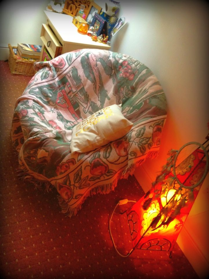 comfortable round reading chair with dreamcatcher
