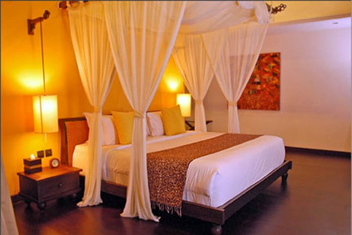 contemporary luxurious most romantic bedrooms with canopied bed