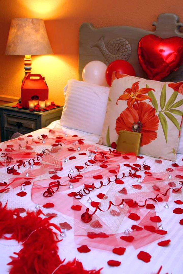 Most romantic bedrooms with balloon on headboard and for Bed decoration by flowers