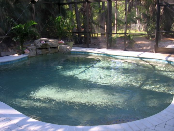 20 great swimming pools for small spaces design ideas for Pictures of small inground pools