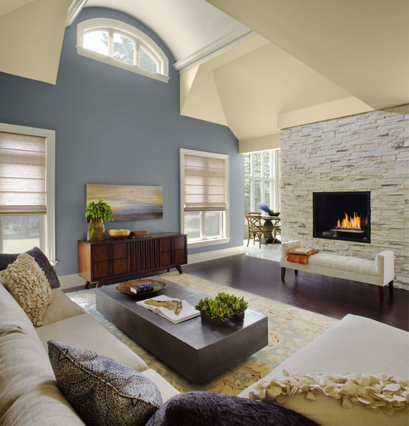 vaulted ceiling decorating ideas living room - Stunning view of Vaulted Ceiling Decorating Ideas for Homes