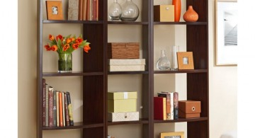 Using natural elements like flowers to decorate bookshelf