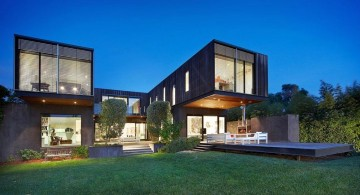 amazing modern homes U shaped with wide lawn