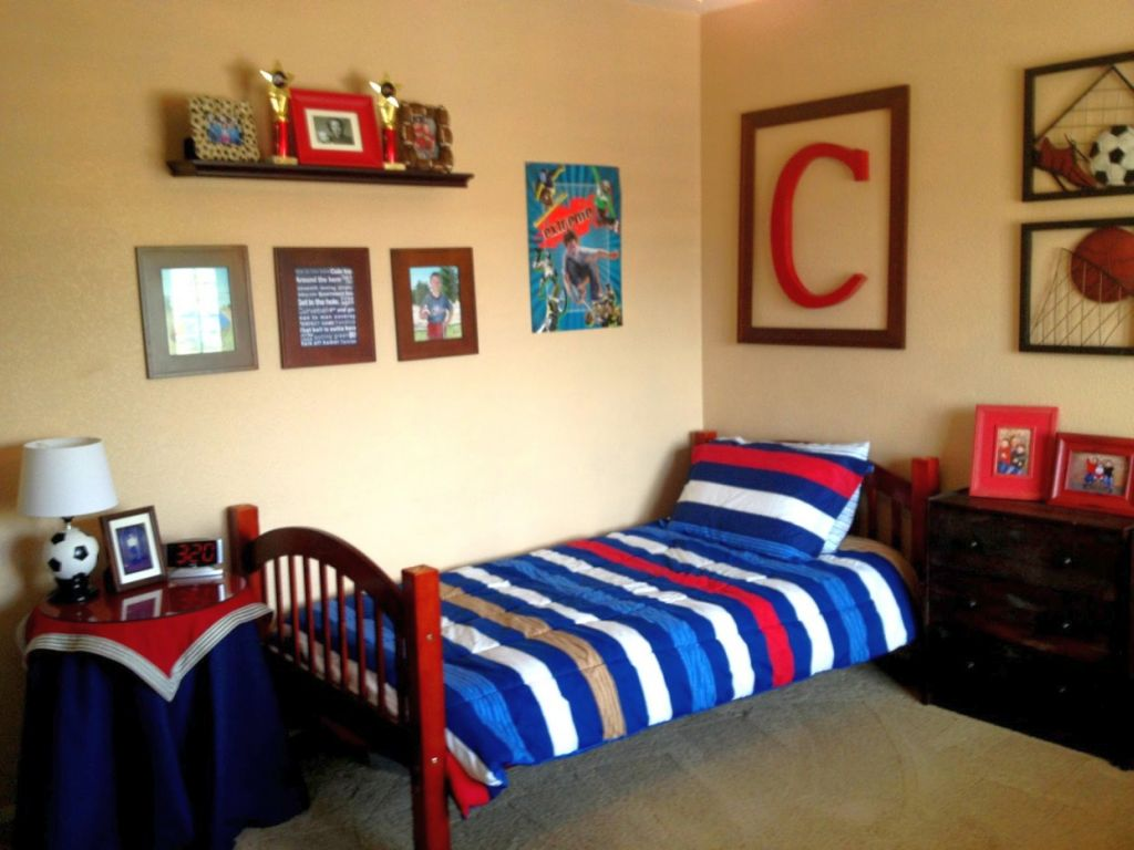 17 Cool Bedrooms for Teenage Guys Ideas on Teenage Room Colors For Guys  id=86638