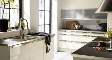 freestanding kitchen sinks with black countertop
