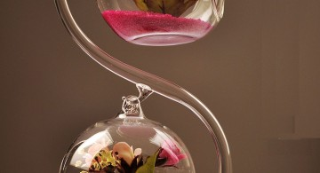 hanging flower vase with glass stand