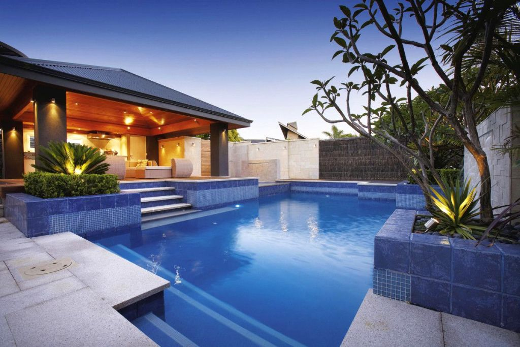 19 best backyard swimming pool designs for Pool design tips