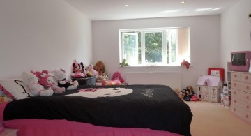 minimalist pink and black bedroom decor