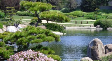 natural landscaping designs with big rocks