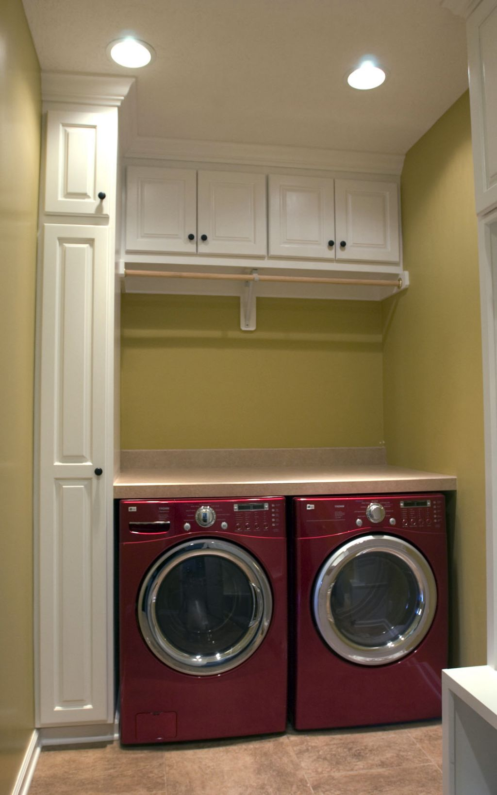 20 Briliant Small Laundry Room Storage Solutions on Laundry Cabinet Ideas  id=69637