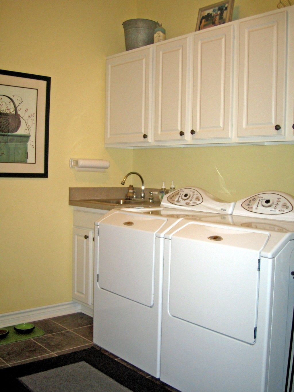 20 Beautiful Designs for Small Laundry Rooms on Small Laundry Room Cabinets  id=64297