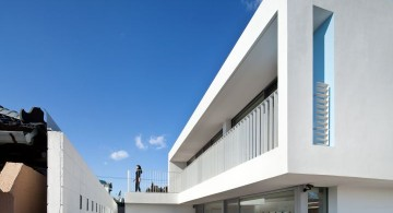 172M2 Compact House back entrance