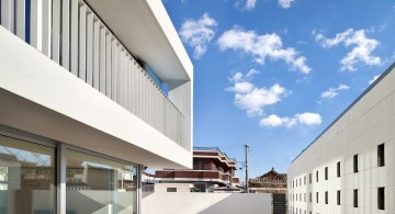 172M2 Compact House courtyard