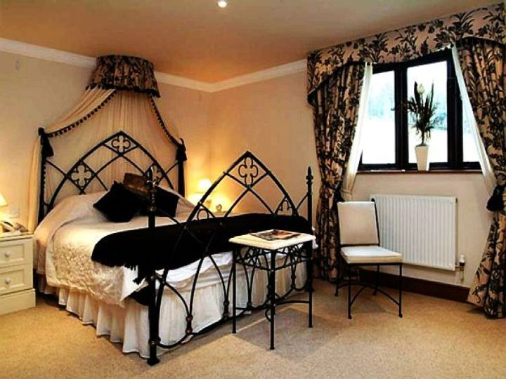 Gothic bedrooms with champagne pink walls