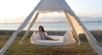 Outdoor swinging beds with round bed