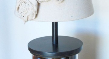 Rosette lamp shade with unique stand