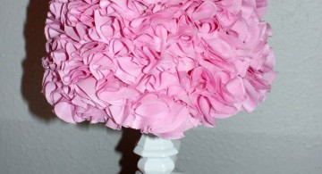 Rosette lamp shade with very short stand
