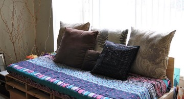 how to make daybed with rustic bottom