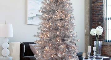 minimalist in white christmas room