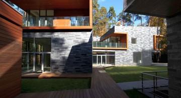 two villas wood pathway
